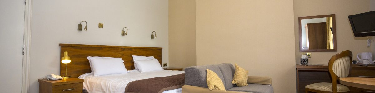Golf Hotel BedRm3 110416 Ms 483B5639